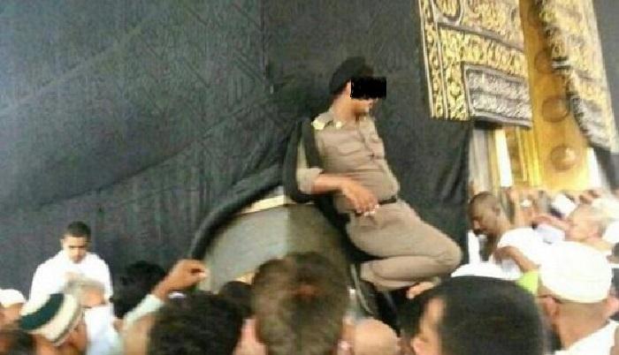 Video arabie saoudite nettoyage de la couverture de la for L interieur de la kaaba