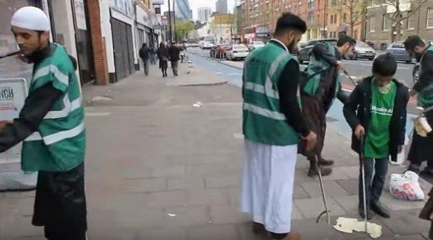 londres les musulmans nettoie les rues (1)