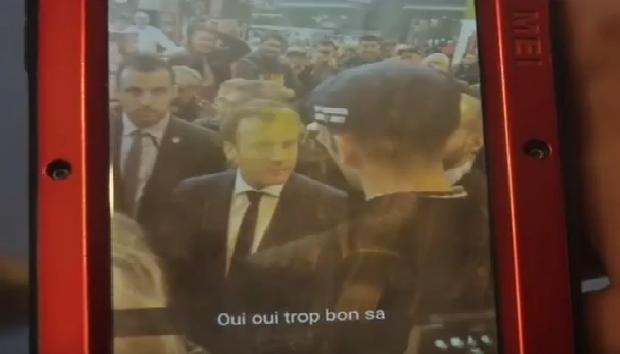 Macron se prend un uf au salon de l 39 agriculture video for Salon musulman 2017