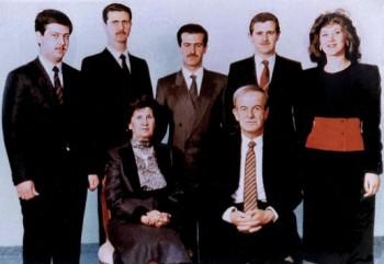 3486811_5_43e1_photo-de-famille-en-1985-assis-le-president_5f1df050178066eea0a5e985ee5862cf