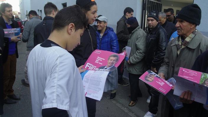 mulhouse les militants du ps font campagne aux portes des mosqu es islam info. Black Bedroom Furniture Sets. Home Design Ideas