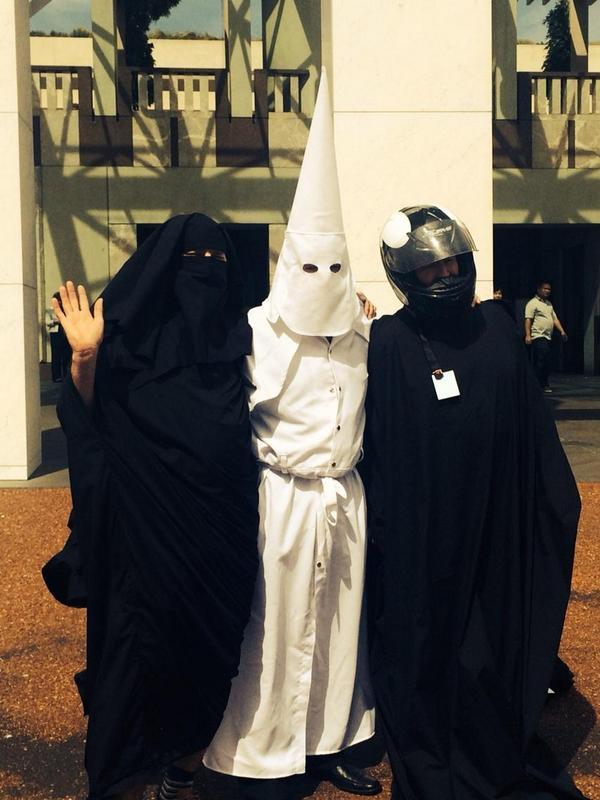 burqa casque capirote