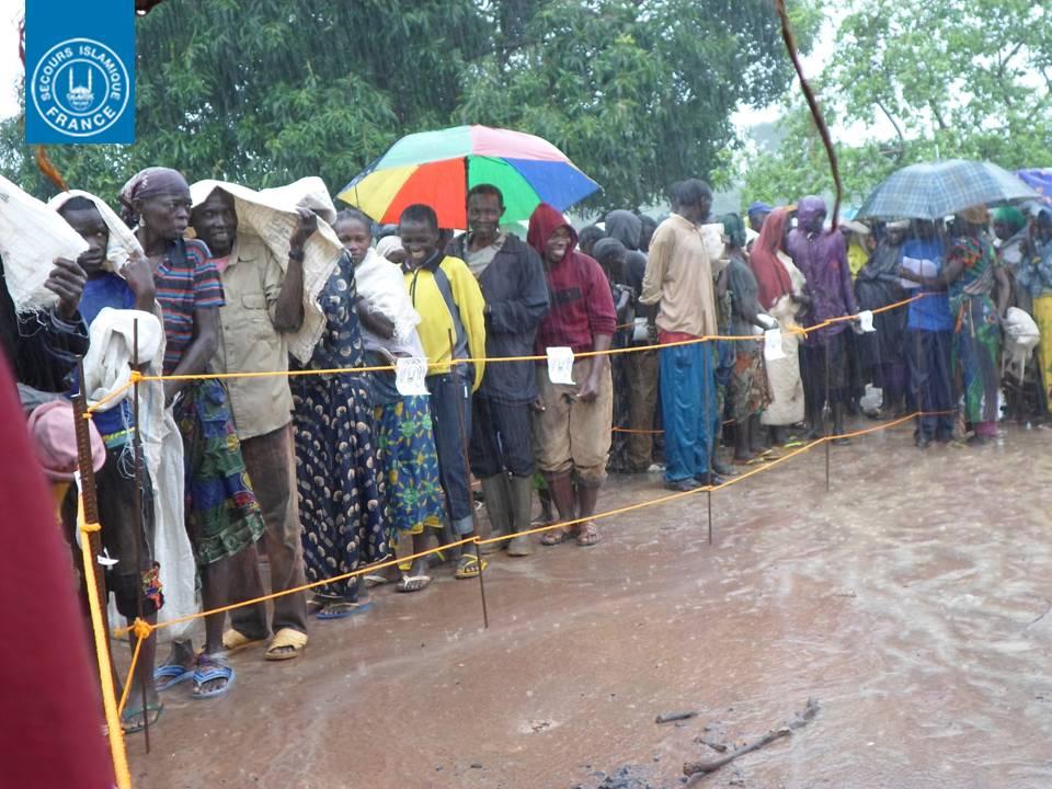 Distribution sous la pluie