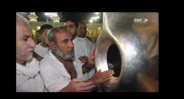 Le miracle de la pierre noire de la kaaba reportage rmc for A l interieur de la kaaba