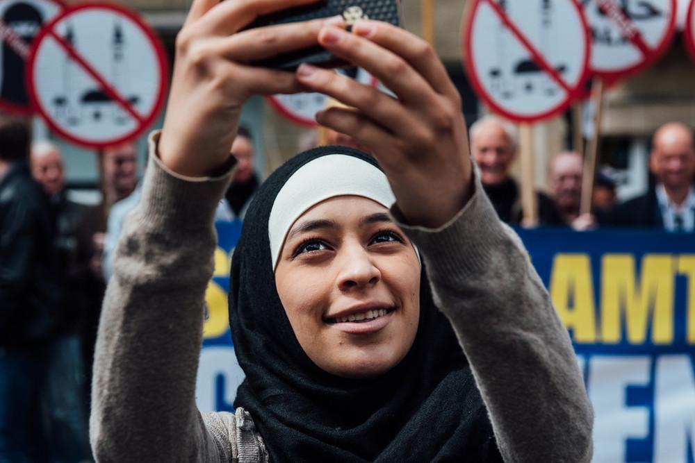 selfie islamophobie belgique femme voilée 6