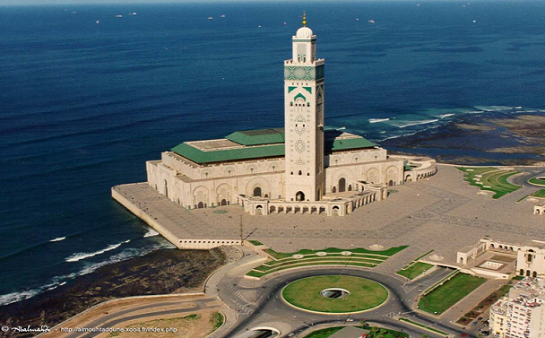 Maroc la mosqu e hassan ii accueille 30000 fid les jour for Mosquee hassan 2 architecture