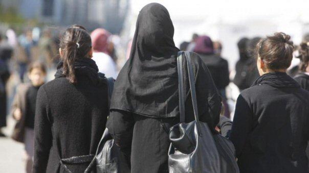 R-U : Une mère de famille musulmane demande à...