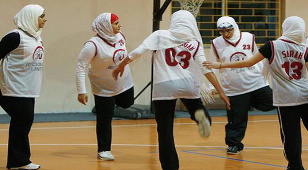 Hijab : La Fédération internationale de basketball ...