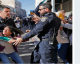 Les israéliens arrachent les drapeaux palestiniens aux manifestants de Jérusalem | VIDEO