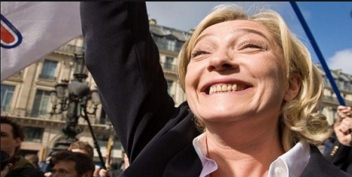 Marine Le Pen demande l'interdiction du hijab dans l'espace public