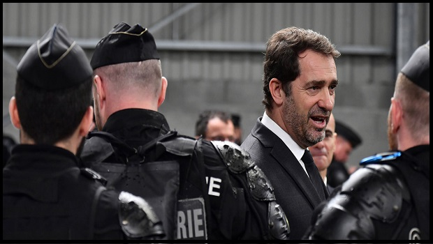 "INTERPELLATION POLICIÈRE: CHRISTOPHE CASTANER INTERDIT ""L'ÉTRANGLEMENT"""