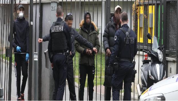 UNE UNITÉ DE POLICE DÉMANTELÉE POUR VOL ET TRANSPORT DE STUPÉFIANTS !